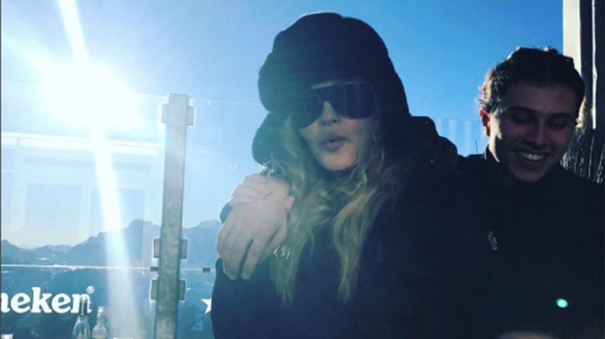 PHOTOS Madonna s'éclate au ski en famille