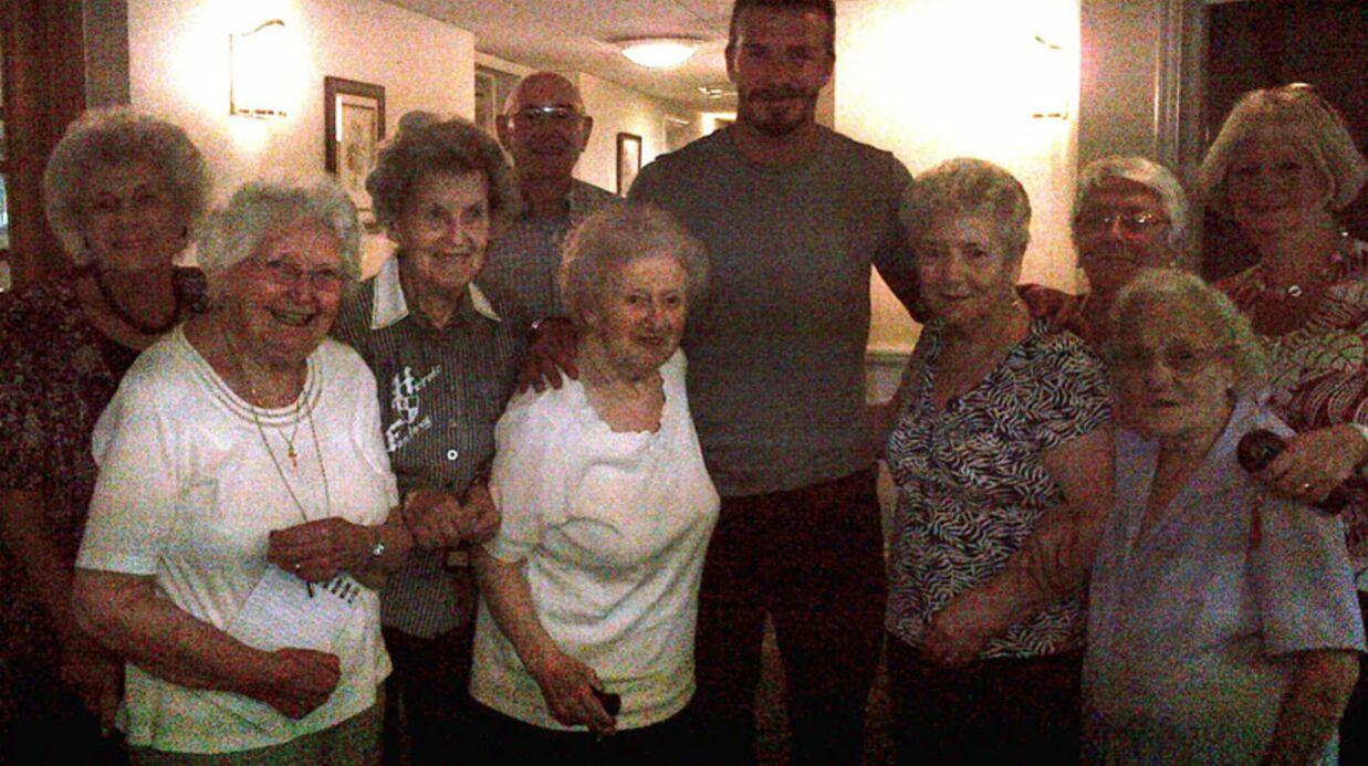 PHOTOS David Beckham passe du bon temps avec sa mère et sa grand-mère