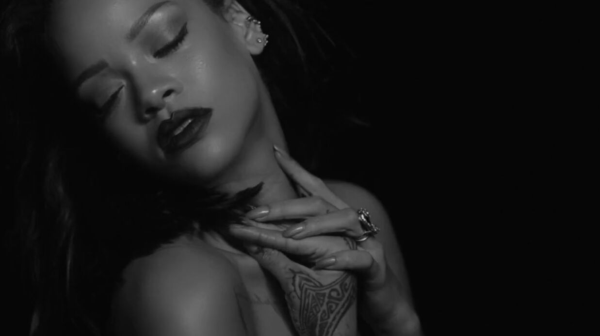 VIDEO Rihanna, très sexy et topless, dans son clip Kiss It Better