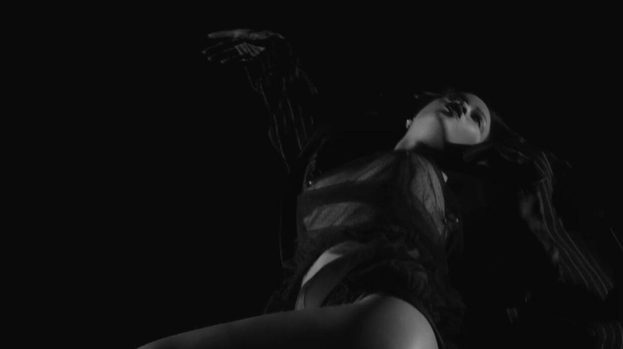 VIDEO Rihanna, très sexy et topless, dans son clip Kiss It Better