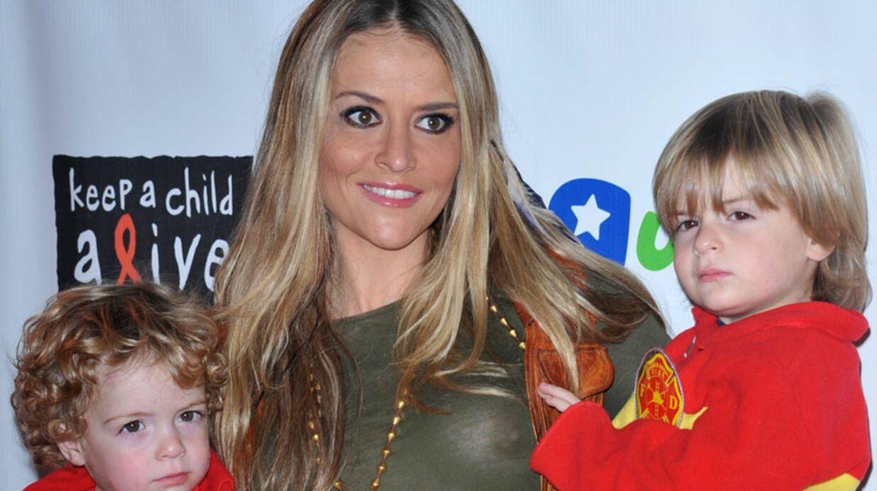 DIAPO Brooke Mueller montre ses seins à un gala de charité