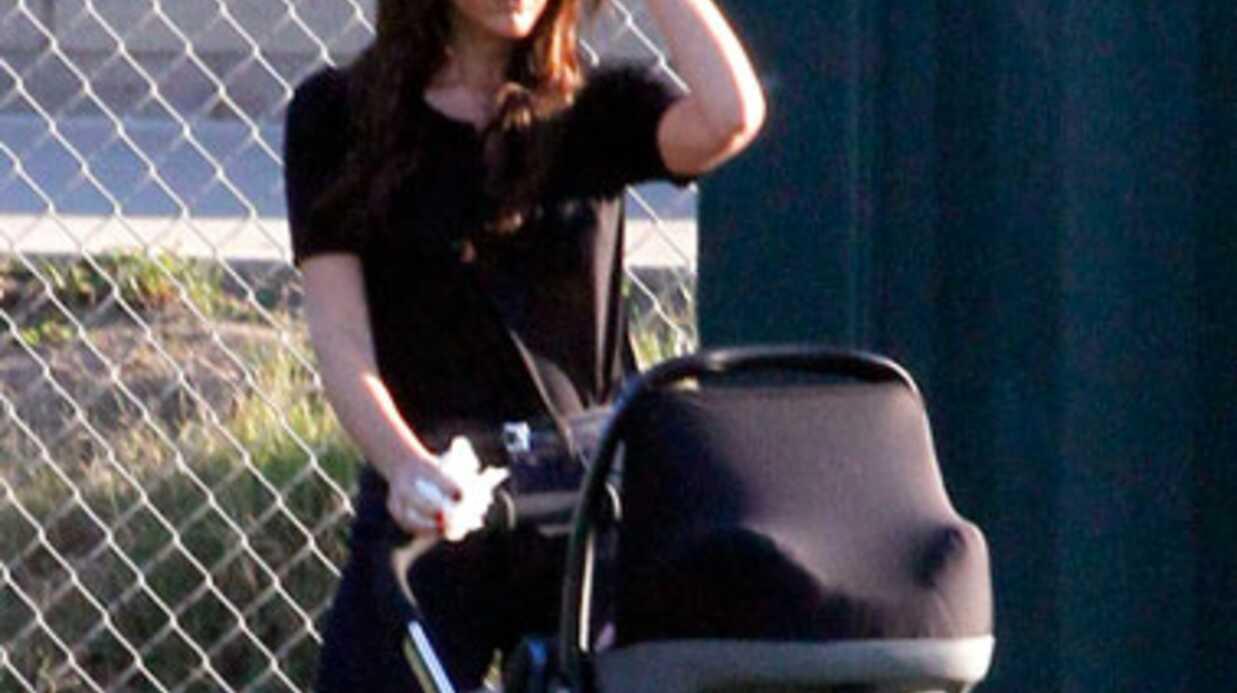 DIAPO Victoria Beckham, mincissime, se balade avec Harper