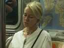 Insolite Quand Naomi Watts grille une inconnue qui la photographie dans le métro