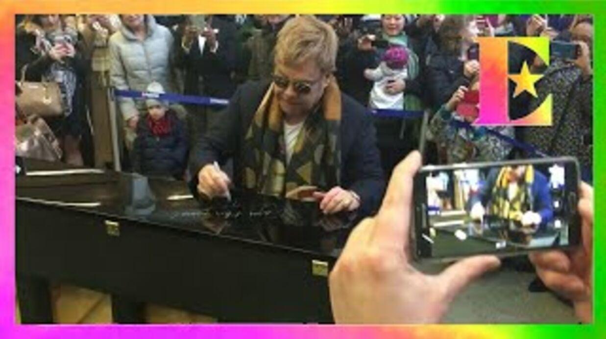 VIDEO Elton John donne un concert surprise dans une gare de Londres