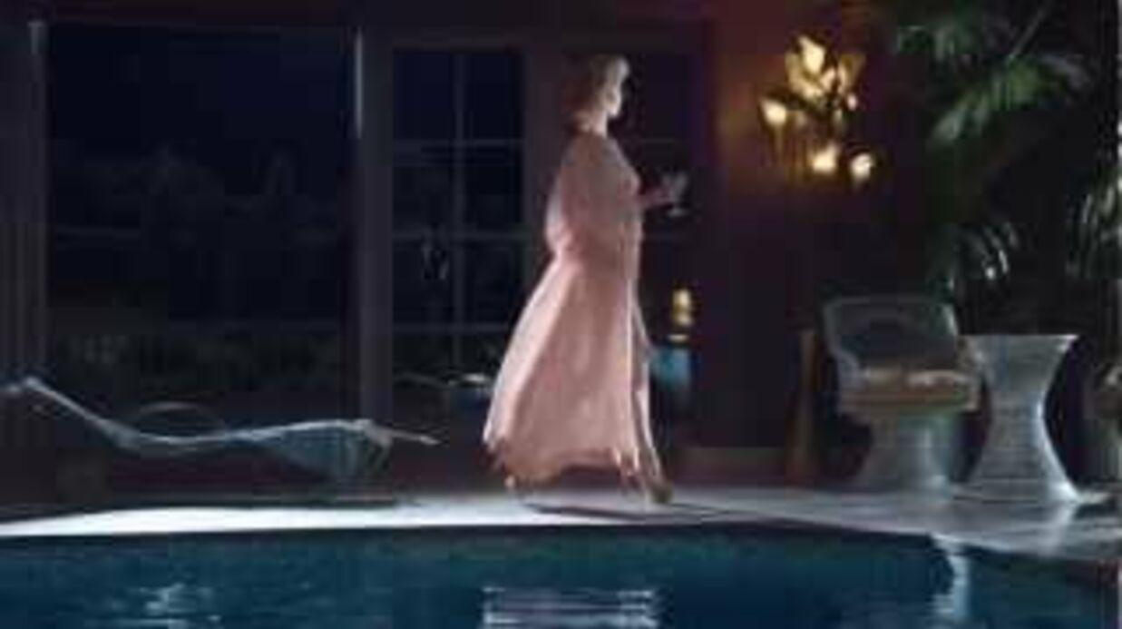 VIDEO Eva Herzigova entièrement nue pour une publicité