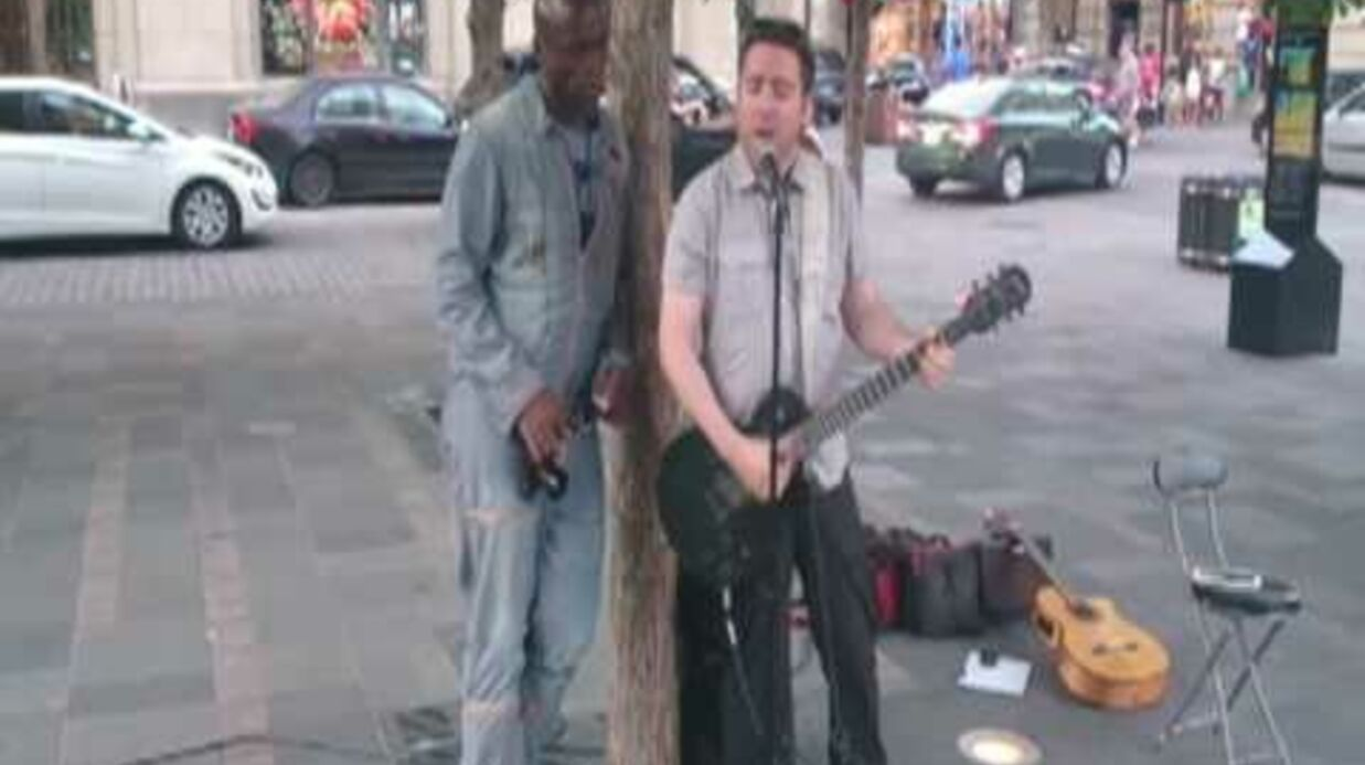 VIDEO Seal surprend un guitariste de rue et chante avec lui