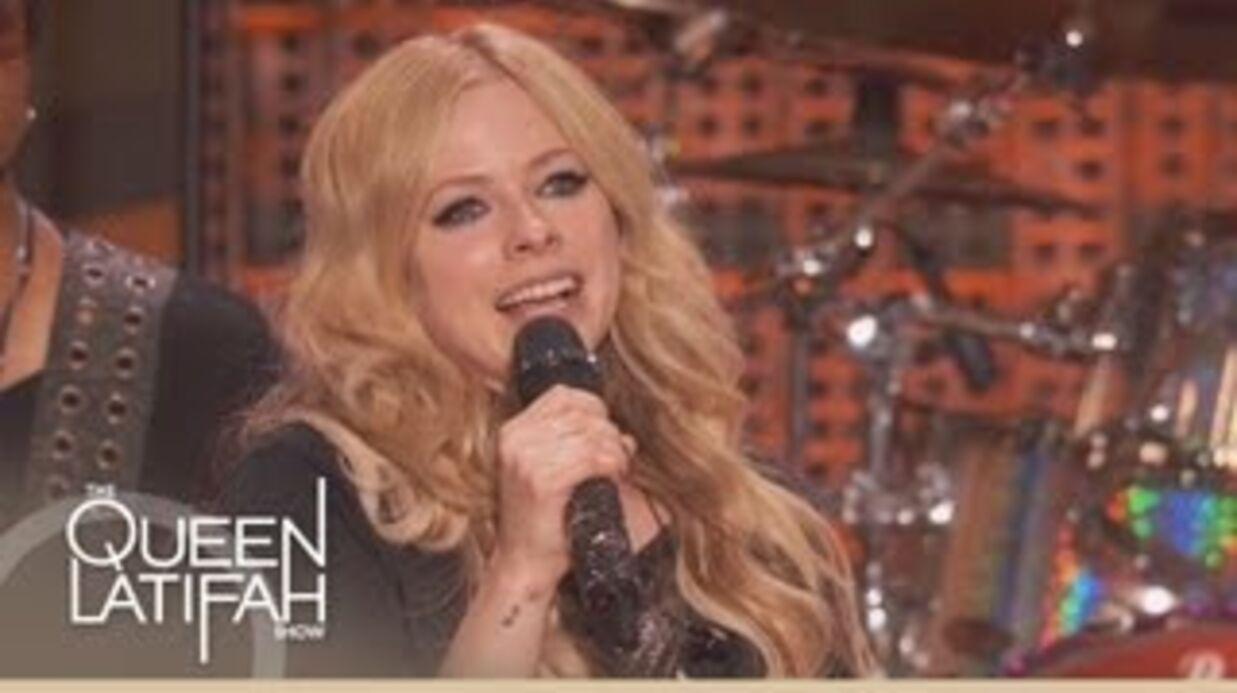 Avril Lavigne: le petit ventre qui alimente les rumeurs
