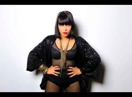 Musique Carmen Maria Vega, la Française habitée par l'Amérique latine (vidéo)