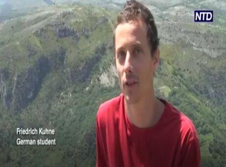 Vidéo Il parcourt 1600 mètres sur un fil à 600 mètres de hauteur!