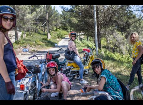 Reportage Le Club des Cinq copines en mobylette