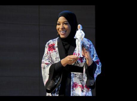 Portrait Qui est Ibtihaj Muhammad, l'escrimeuse qui a inspiré la première Barbie voilée?