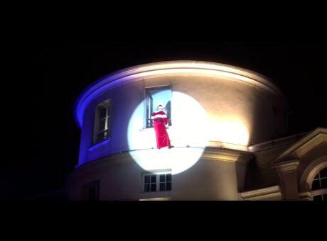 Insolite Quand le père Noël tombe de la cheminée… (Vidéo)