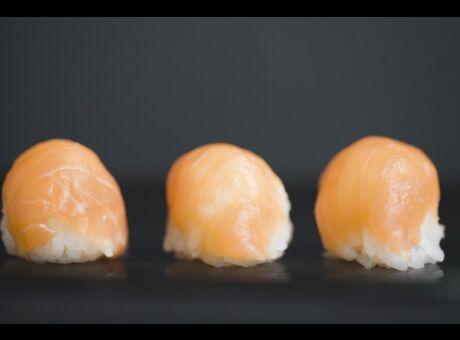 Choc Après avoir mangé trop de sushis, il est infecté par un ver d'1,70cm de long!